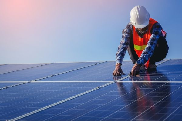 vancouver contractors is installing the solar panel on the commercial building